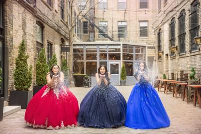 Presentación de Fifteen Roses, la nueva exclusiva colección de Quinceañera de David's Bridal. Cada vestido es confeccionado con intrincados detalles y asombrosos adornos para lucir una apariencia espectacular en su gran día. Adquiera piezas de la colección en determinadas tiendas David's Bridal o por medio del sitio web en davidsbridal.com
